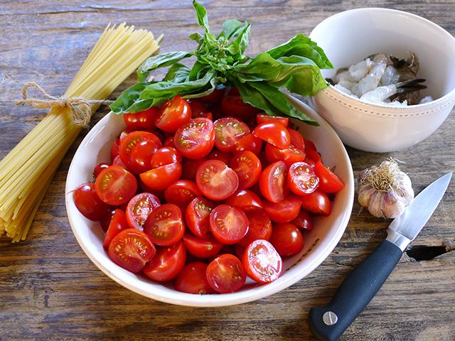 Spicy Shrimp and Cherry Tomato Linguine
